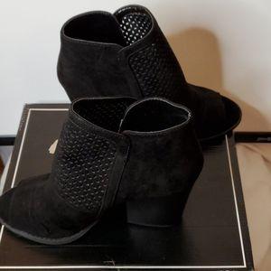 Qupid Barnes Black Size 9 in box